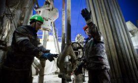 Нефть за полдня потеряла в цене более $2