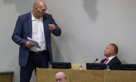 Валуев предсказал поражение Емельяненко иобъяснился