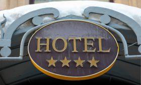 Медведев утвердил систему присвоения гостиницам звезд