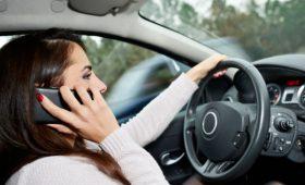 Штраф за использование смартфонов за рулём может вырасти в 3 раза