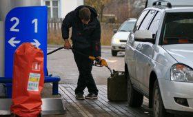 Кабмин и нефтяники не смогли зафиксировать цены на бензин