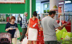 Россияне стали реже делать покупки на фоне падения доходов
