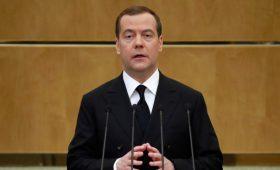 «Жизнь в стране далека от идеала». Что сказал Дмитрий Медведев депутатам Госдумы
