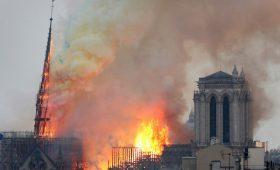 Легенда английского футбола отреагировал напожар вНотр-Дам-де-Пари