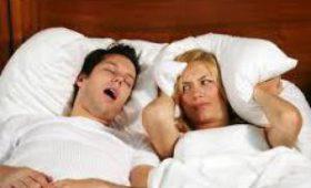 Ученые изобрели подушку, которая подавляет звук храпа