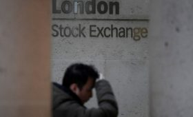 Лондонская биржа приостановила торги акциями связанной с Хотиным компании