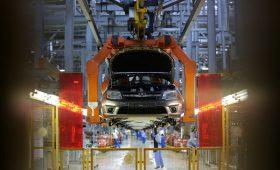 АвтоВАЗ объявил о полной остановке производства из-за срыва поставок