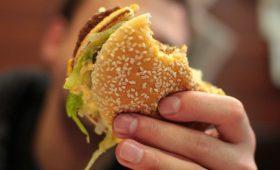 «Макдоналдс» обвинил Роскачество в нарушениях при исследовании бургеров