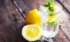 Ежедневно пить воду с лимоном советуют врачи