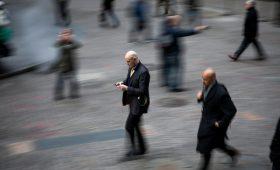 Рынок слияний и поглощений рухнул почти вдвое в первом полугодии