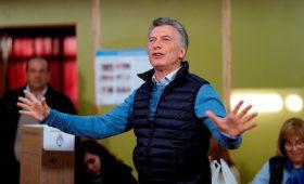 Президент Аргентины снизил подоходный налог и заморозил цены на бензин