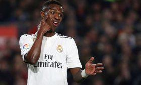Винисиус ненамерен покидать «Реал»