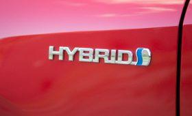 Toyota продлевает гарантию на батареи гибридов до 10 лет