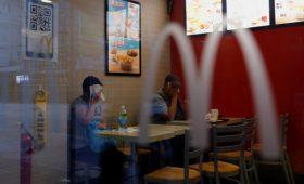 McDonald's назначила уволенному за роман гендиректору выходное пособие