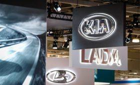 Продажи автомобилей в России продолжили падение