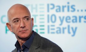 Безос продал акции Amazon на $1,74 млрд