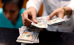 ЦБ начал продажу валюты на фоне обвала цен на нефть