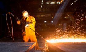 Экономисты допустили убыточность 15% отраслей из-за падения рубля