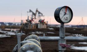 Bloomberg узнал об отказе России наращивать добычу нефти