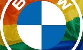Автоконцерн BMW изменил логотип на радугу