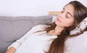 Девушка спит 22 часа в день из-за редкой болезни