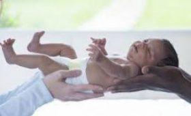 55-летняя британка выносила ребенка для своей бесплодной дочери
