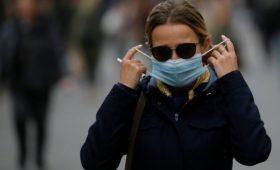 Суд в Праге посчитал «малообоснованным» обязательное ношение масок на улице и отменил эту меру