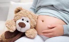 Женщина с двумя матками не догадывалась, что родит ребенка, а через месяц – еще двух